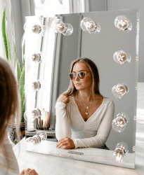 infinity-mirror-girl-sunglasses-beautiful-vanity-makeup