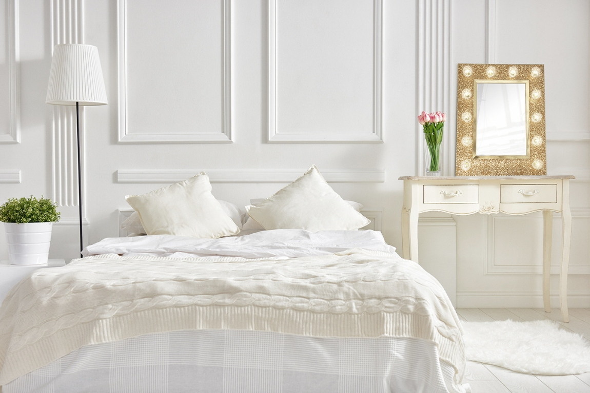 bedroom-mirror-with-light-gold-white-scandinavian